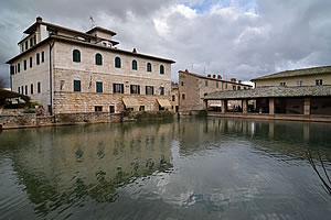 Toscana italia in camper - Bagno vignoni terme libere ...